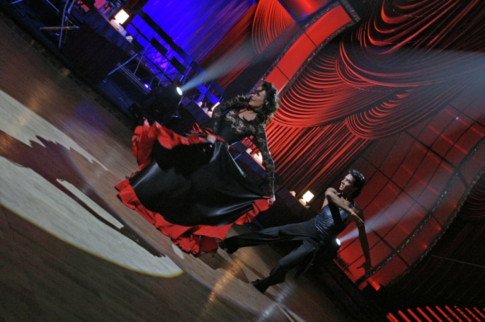 Мисс Вселенная-2002, телеведущая Оксана Федорова в паре с Александром Литвиненко на съемках проекта «Танцы со звездами. Новый сезон». 2006 год.