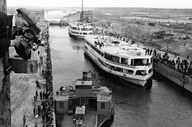 Первое шлюзование на канале Москва-Волга. 15 июля 1937 г.