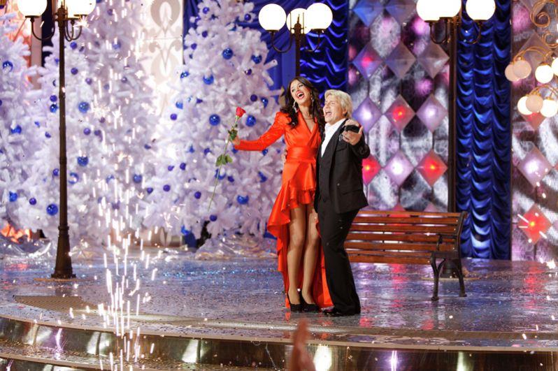 Николай Басков и Оксана Федорова на съемке шоу «Новогодний парад звезд». 2009 год.