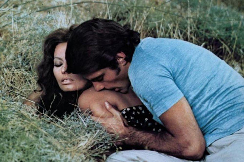 После выхода картины Челентано стал постоянно снимался в кино. Ежегодно в прокат выходил как минимум один фильм с его участием. В этот период он работал со многими знаменитостями. В драме «Белый, красный и…» (1972) Альберто Латтуада его партнершей по фильму стала актриса Софи Лорен.