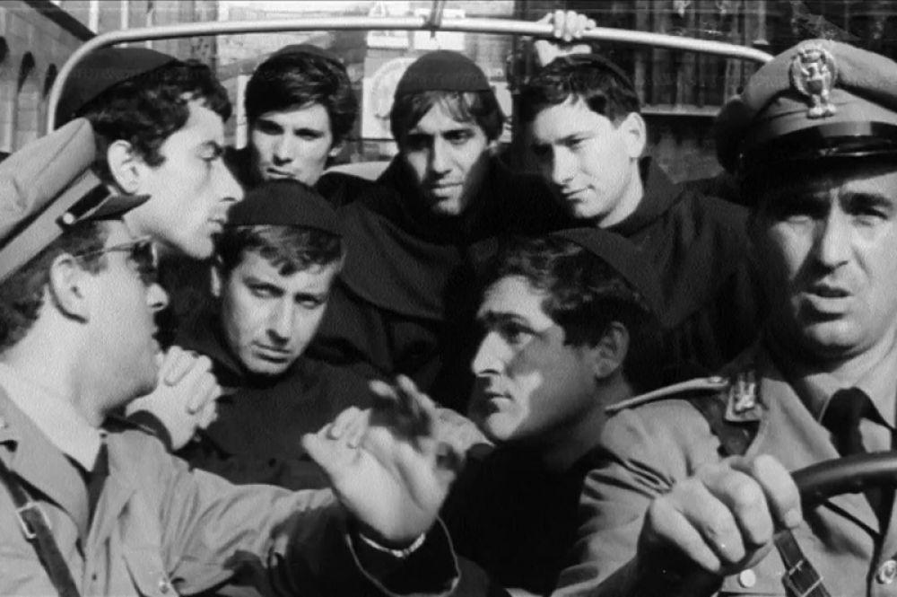 Его режиссёрским дебютом стал фильм «Суперограбление в Милане» (1964). Помимо Челентано там сыграла его супруга Клаудия Мори, а также его друзья из «Клана». Картина снята в жанре пародии на гангстерские комедии, популярные в те годы.