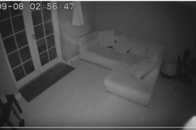 В старинном доме в Великобритании на видеозапись попало «привидение»