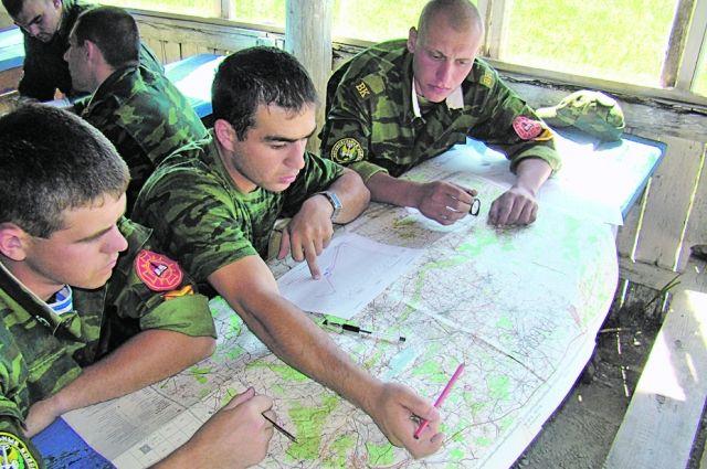 Восемь вузов в России откроют военные кафедры