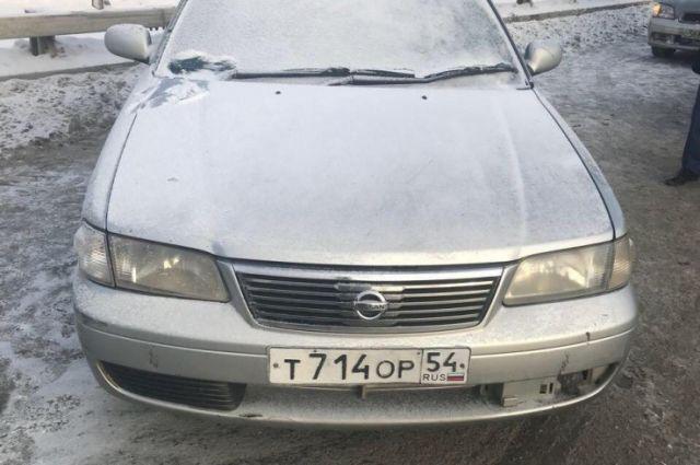 Машина, в которой был труп женщины