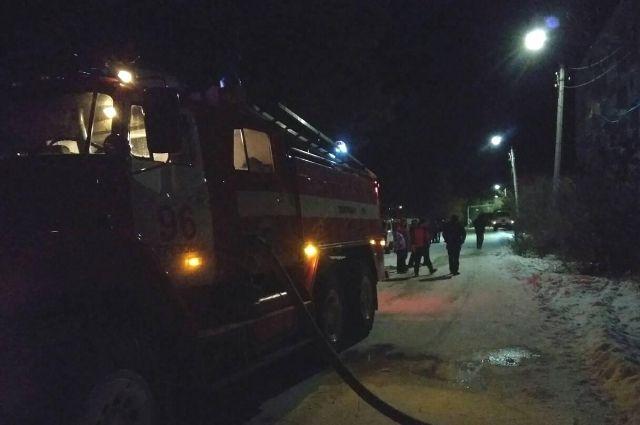 В Новом Уренгое сгорел стол, матрас и документы, жертв нет