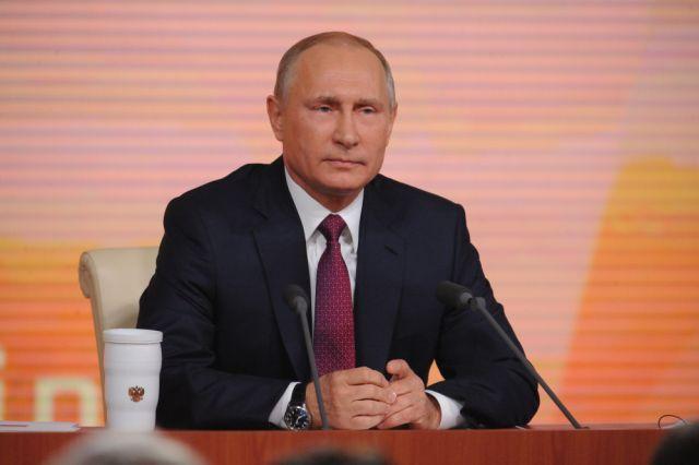 Путину вручили Золотую медаль Фракийского университета вГреции