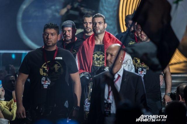 Поветкин победил Хаммера в бое за титулы WBA и WBO
