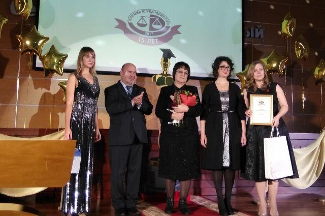 Лауреатом главной номинации «Юрист года» стала руководитель Следственного управления СКР по Пермскому краю Марина Заббарова (в центре).