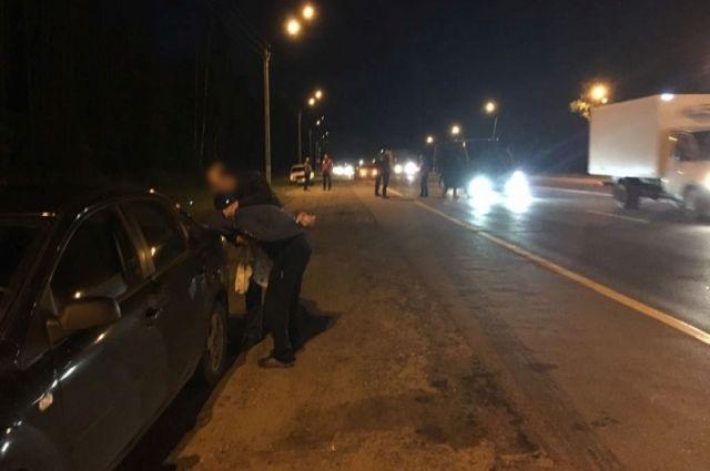 В Тобольске омичи угнали машину: водитель оставил ключи в замке зажигания