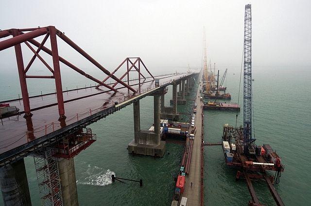 Строители хотят запустить кота на новый Крымский мост