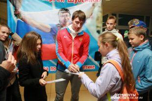 Сергей сам подготовил подарки, сам их вручал победителям.