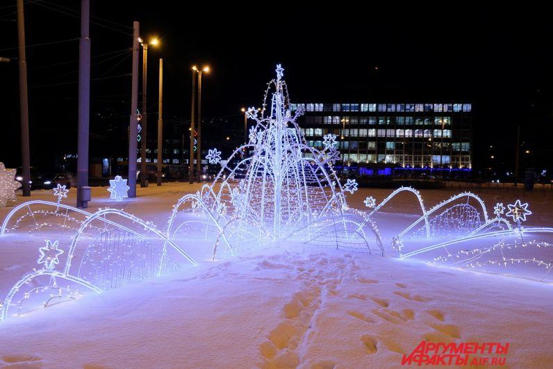 На площади Карла Маркса засиял звёздный световой фонтан.