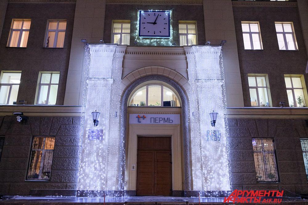 Ежегодно увеличивается количество светодиодных конструкций, украшающих город к Новому году.
