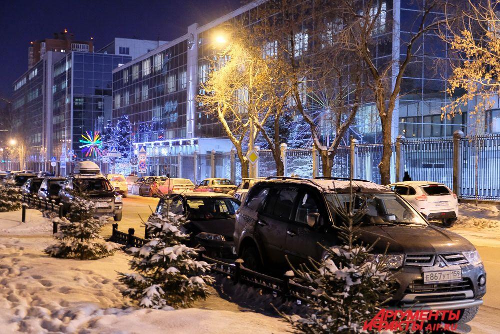 В Перми появляется все больше мест, празднично оформленных к Новому году.