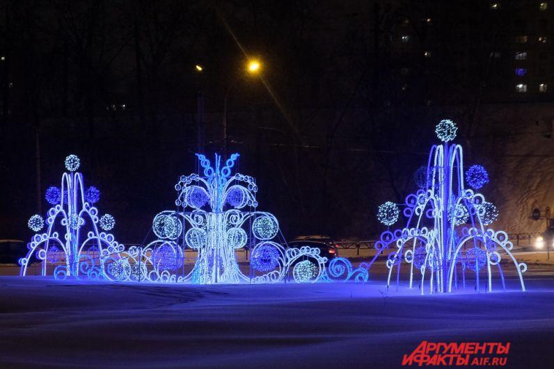 Яркий сине-белый светодиодный фонтан «Мороз и солнце» появился на площади Гайдара.