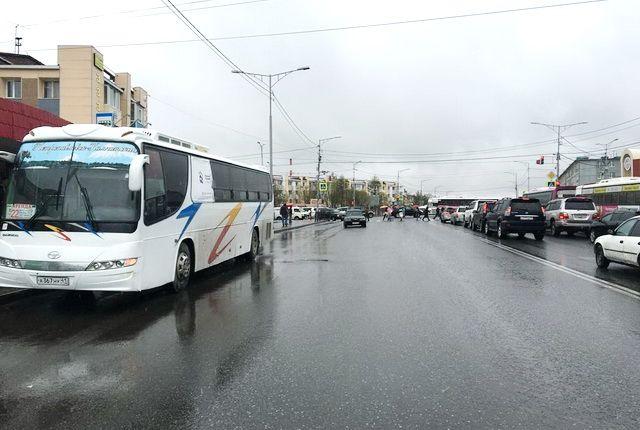 НаКамчатке шофёр автобуса несколько метров протащил школьницу поземле