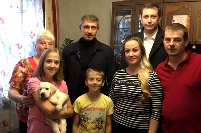 Клинцовская школьница получила вподарок от В.Путина щенка лабрадора