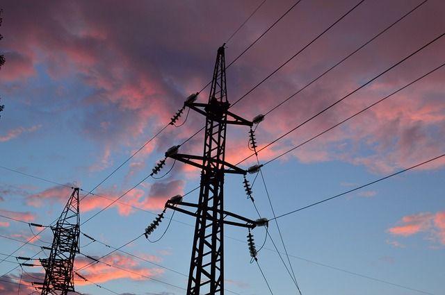 Неменее 140 населенных пунктов Тверской области остаются без электричества из-за погодных условий