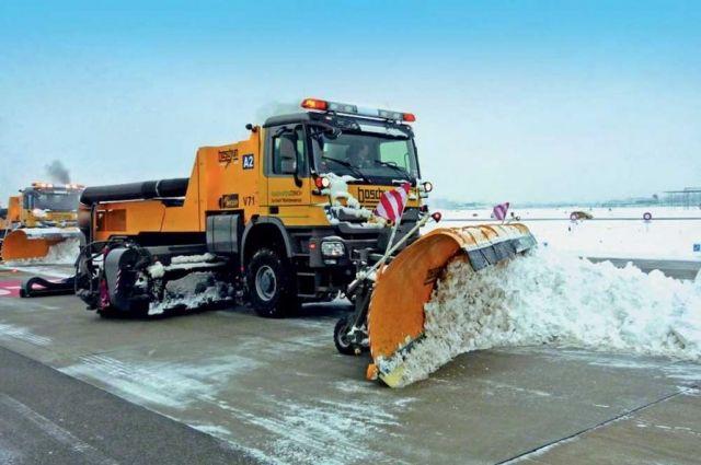 КГГА задействовала технику для уборки снега состоличных улиц