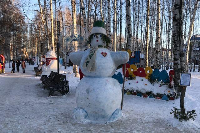Тюменцы слепили более 50 снеговиков