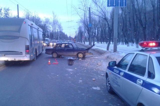 В выходные травмы в ДТП получили не только пешеходы, но и водителиии, и пассажиры автомобилей