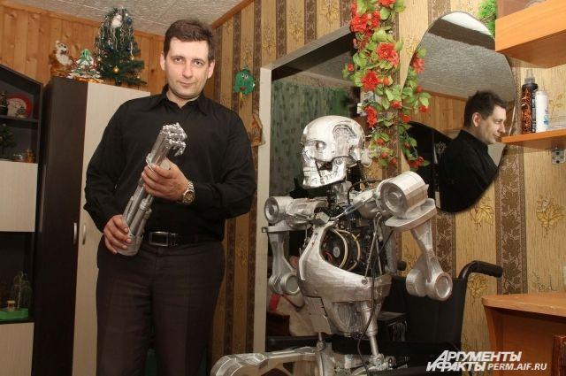 Александр начал восстанавливать сегоревшего робота. Уже готова челюсть.