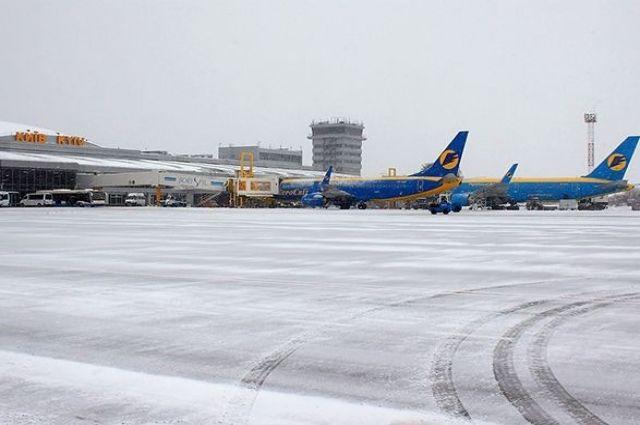 В аэропорту «Борисполь» объяснили ситуацию с рейсами во время снегопада