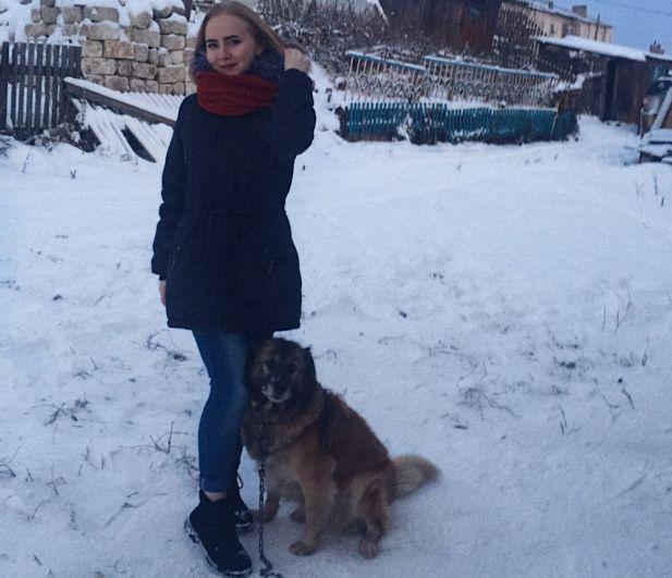 19. Анастасия Безукладникова. Мою собаку зовут Найда. Когда я была совсем маленькой, то моей любимой игрой были прятки. Я пряталась, а Найда искала меня.