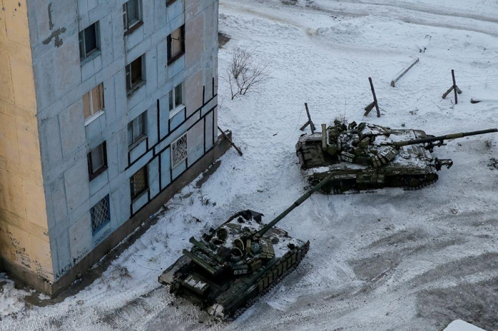 Танки в городе Авдеевка Донецкой области. 1 февраля 2017 года.