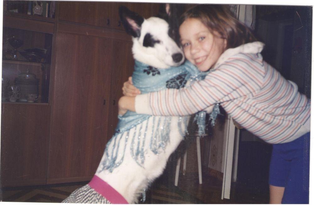 4. Ася Шакурова. Мы с Бимкой были неразлучными подружками. Фотографии 15 лет, Бимки уже нет, но я очень рада, что она была членом нашей семьи и всем желаю такого замечательного питомца!