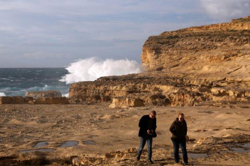 Знаменитое Лазурное окно на Мальте — известняковая скала в форме арки высотой в 28 метров на острове Гозо — перестало существовать . 8 марта 2017 года.