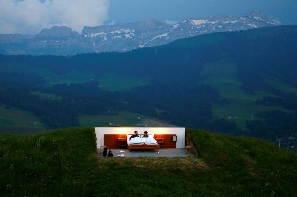 Гостиница категории «ноль звёзд» без стен и крыши, расположенная на высоте 1200 метров в швейцарских Альпах. 6 июня 2017 года.