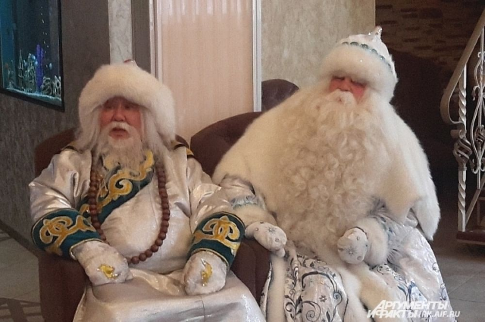 Особым гостем на празднике стал коллега Деда Мороза - Белый Старец Сагаан Убгэн из Бурятии.