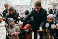 34 семьи получили ключи от новых квартир в Шимановске. Их вручил губернатор Амурской области Александр Козлов.