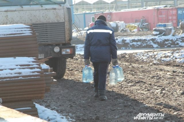 На всероссийской стройке теплиц в Красновке студенты остались без заплаты.