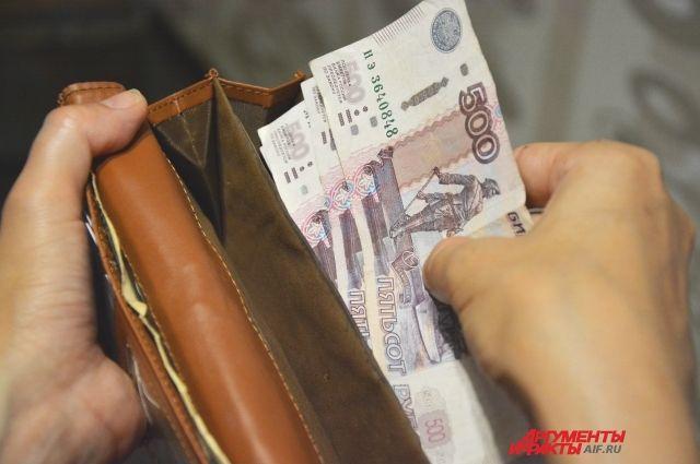 Самую маленькую зарплату 15157 рублей получили работники гостиниц и предприятий общественного питания.