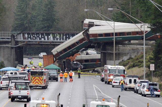 Из-за чего случилось крушение поезда в Вашингтоне?