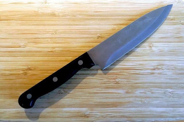 Кузбассовец попросил товарища, чтобы тот ударил его ножом.