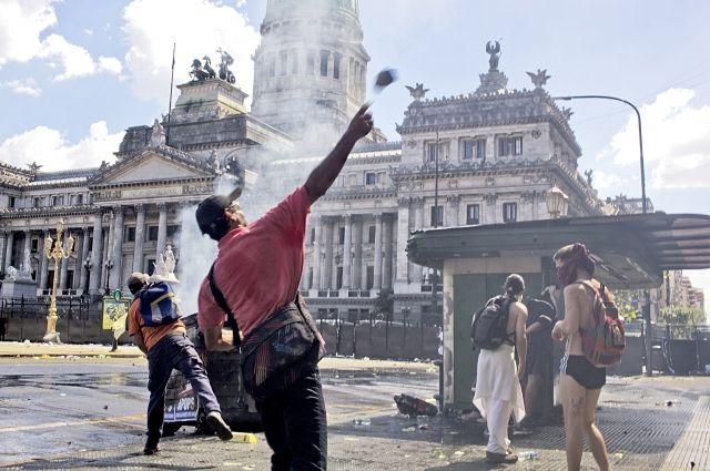 ВАргентине число пострадавших при протестах возросло до 162 человек