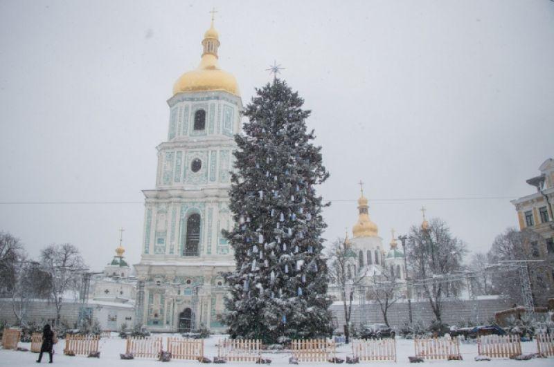 Отметим, что несмотря на снегопад, у многих киевлян и интернет-пользователей появилось то самое новогоднее настроение, которому снежный Новый год только способствует.