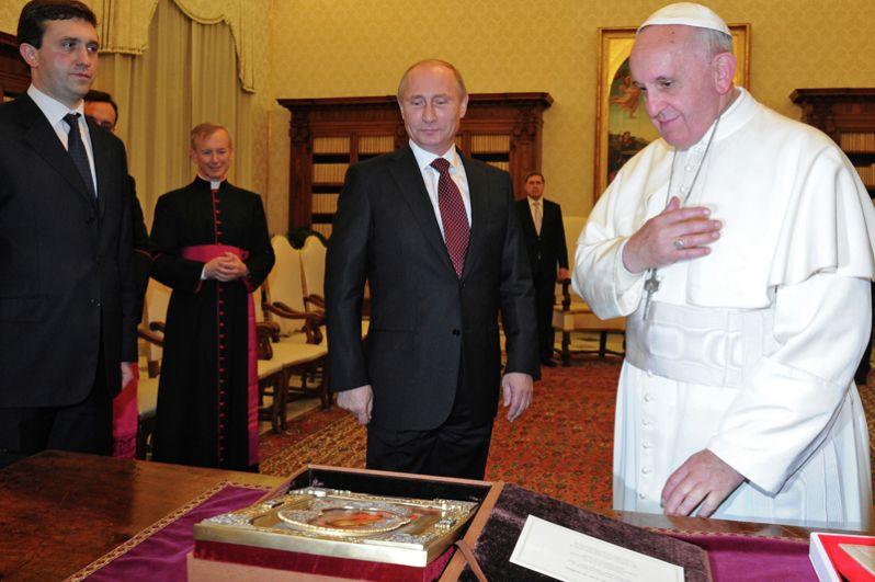 Во время встречи с Папой Римским Франциском в Апостольском дворце Ватикана в 2013 году Владимир Путин подарил понтифику икону Владимирской Божьей матери.