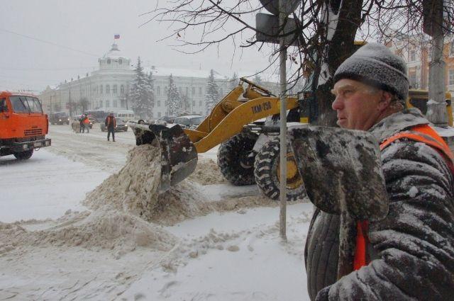 Улицы города будет убирать дополнительная техника.