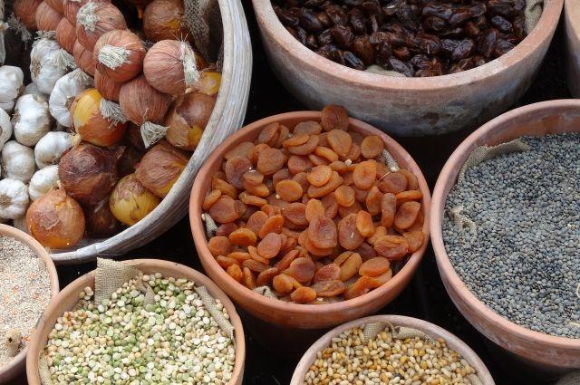 Сушеные фрукты и овощи незаконно пытались ввезти в Омск.