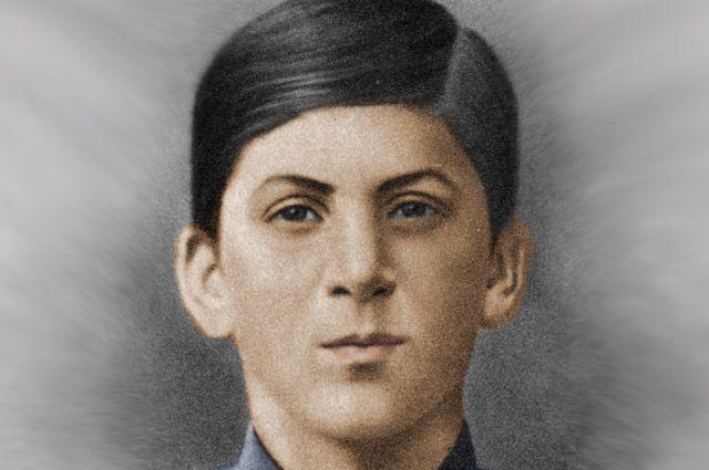 Иосиф Сталин во время учёбы в духовной семинарии.