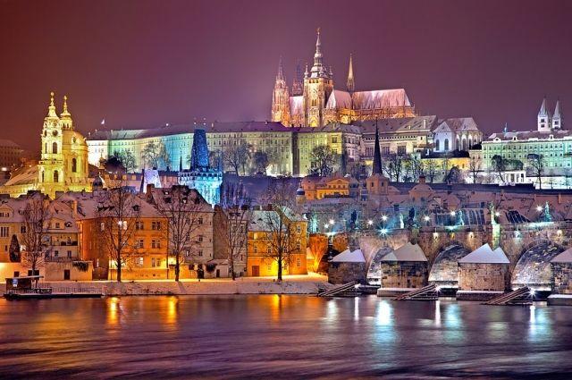 Новогодняя Прага похож на город из сказки.