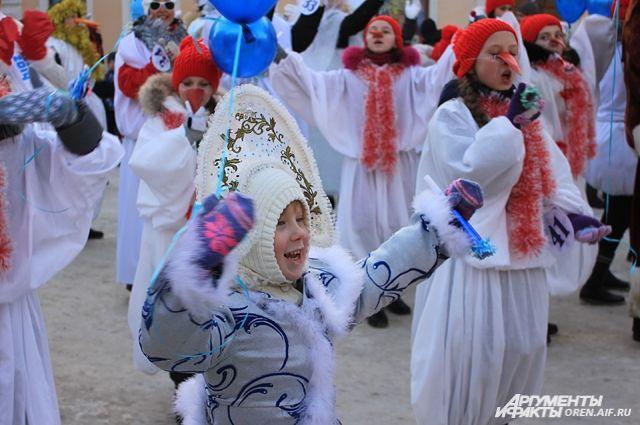 Снеговики и сказочные герои зажгут главную елку Оренбурга