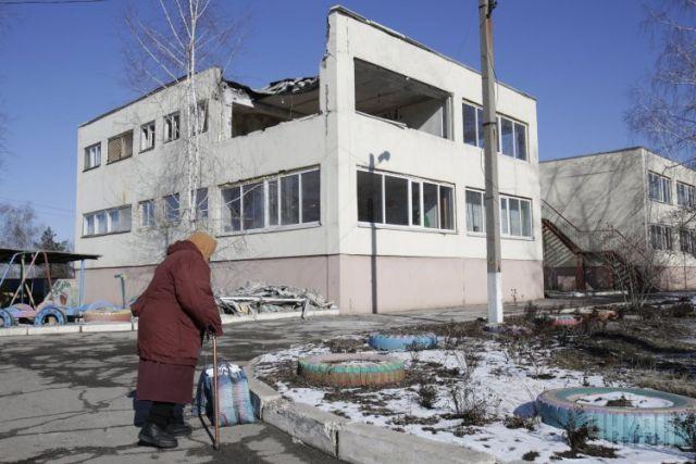 Фонд из непризнанной «ДНР» выдал матпомощь жителям всего Донбасса