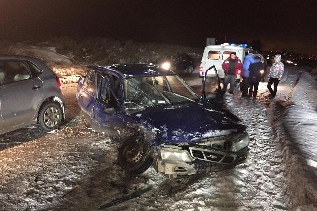 Натрассе Пермь— Екатеринбург в трагедии с 2-мя автомобилями пострадали водители