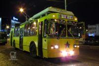 Жители уже могут прокатиться на новогоднем транспорте.