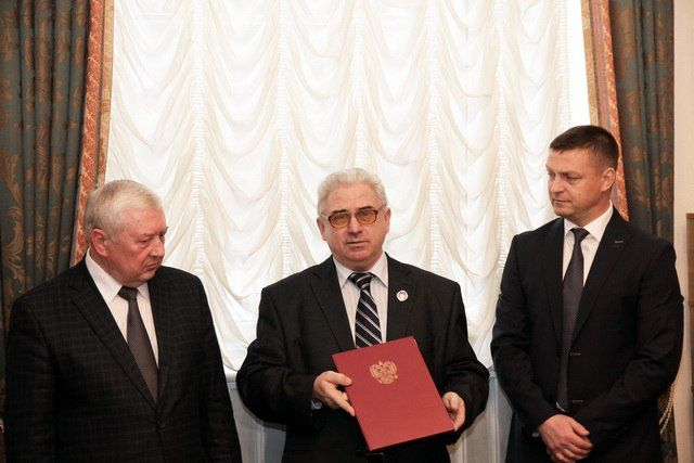 Награждение почетным знаком «За заслуги перед городом Смоленском» II степени, 2016 год. Александр Литвинов в центре.